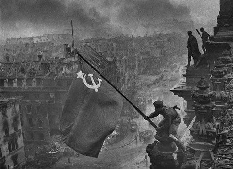 9maya_den_pobedy_flag_nad_reyhstagom_1680x1217