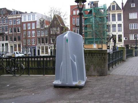 funny-weird-public-urinal-holland