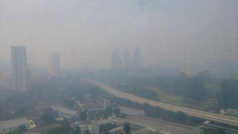 singapore-skyline-haze