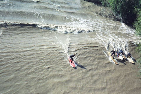 800px-River_surfing_-_Severn_bore