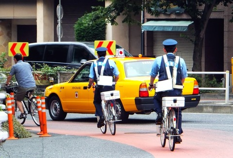Police_bicycle_chase_tokyo_japan