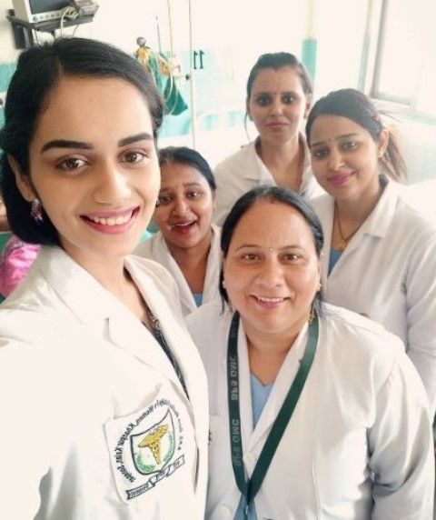 Manushi-Chhillar-a-medical-student