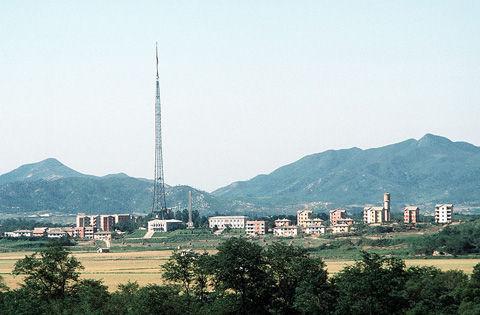 800px-North_Korean_village_Kijong-dong
