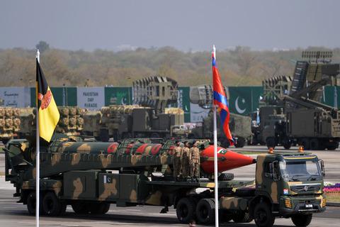 pakistan-military-afp-032717