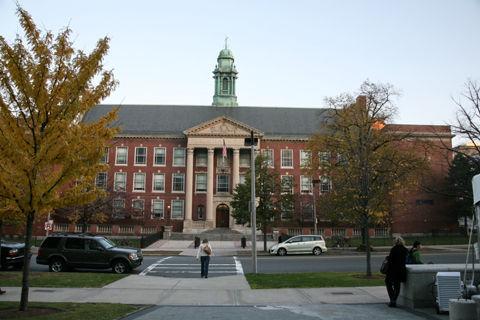 Boston_latin_school_exterior_front_wide