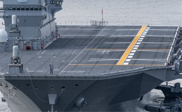 Pictures_of_the_new_Japanese_aircraft_carrier_JS_Izumo