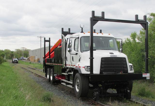 1179667-Hi-rail-serco-pickup