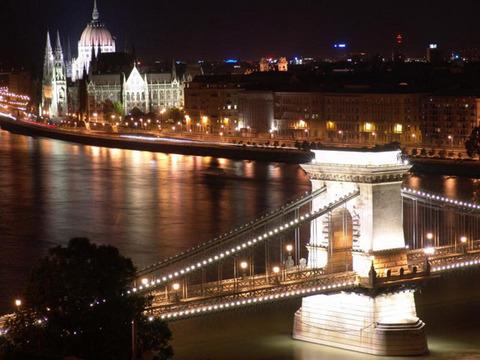 danubio4_budapest_by_night