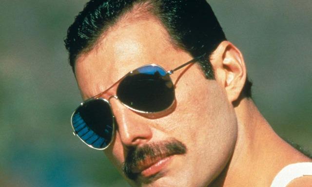 Freddie-Mercury-Press-Shot-2-A-Sawa-c-Mercury-Songs-Ltd-1000