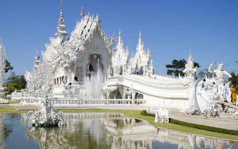 Wat-Rong-Khun-–-The-White-Temple-in-Thailand-4