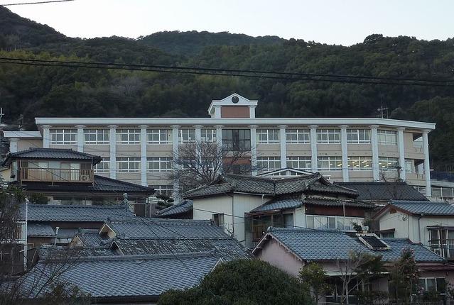 1024px-Okubo_es_Sasebo_2011