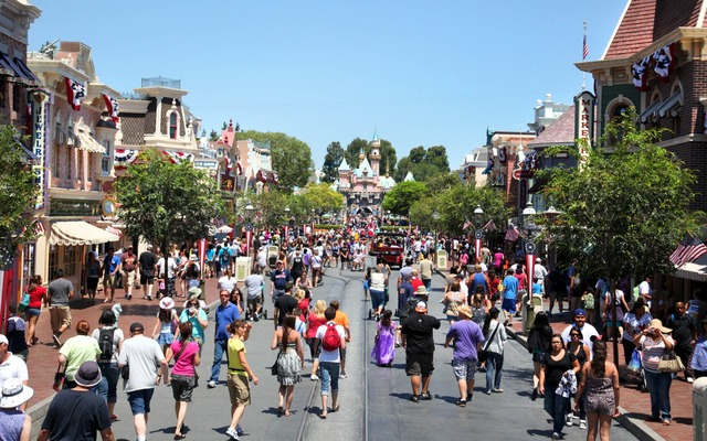201411-w-worlds-most-visited-tourist-attractions-disneyland-ca
