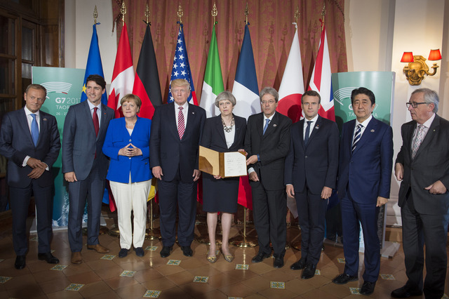 g7-summit-leaders-distraction
