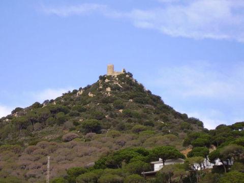800px-Castell_de_Burriac_Catalunya-690x517