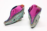 200px-Foot_binding_shoes_1