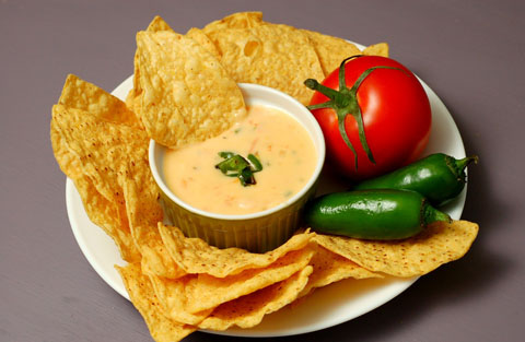 roasted+chile+con+queso+with+chip+in+dip1