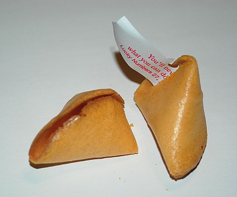720px-Fortune_cookie_broken_20040628_223252_1