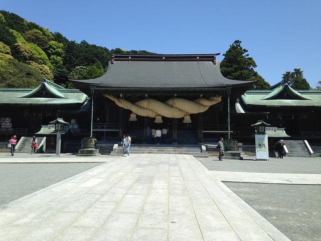 1200px-Haiden_of_Miyajidake_Shrine_2