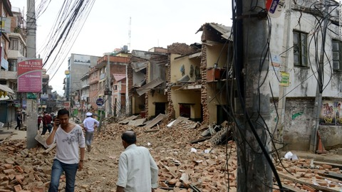 150425101127-nepal-earthquake-street-rubble-super-169