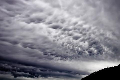 800px-Mammatus_cloud02