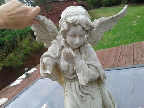 angel_hides_secret_for_years_640_01