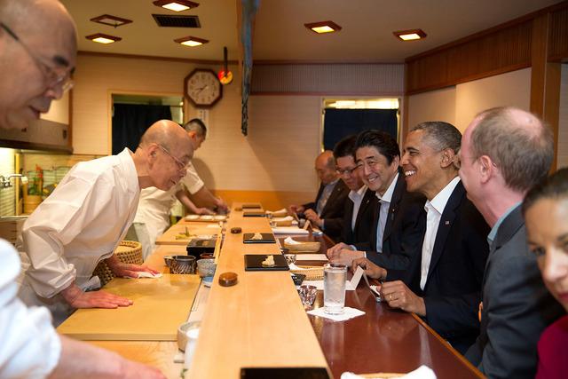 Barack_Obama_and_Shinzo_Abe_at_Sukyabashi_Jiro_April_2014
