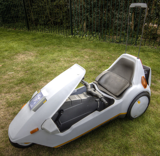 1024px-Sinclair_C5_with_high_vis_mast