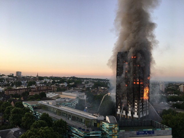 1920px-Grenfell_Tower_fire_(wider_view)