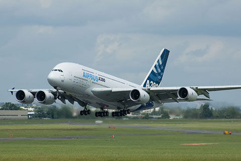 800px-Airbus_A380