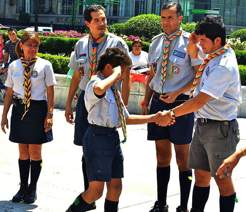 695px-Leaders_welcoming_boy_into_Mexico_Scouting