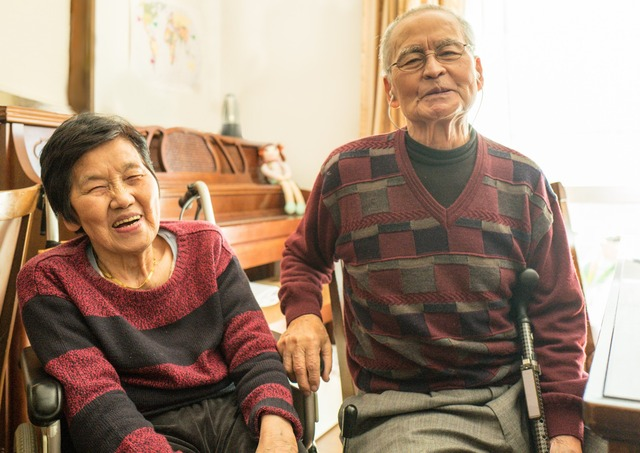 240698-1793x1268-elderly-Japanese-couple