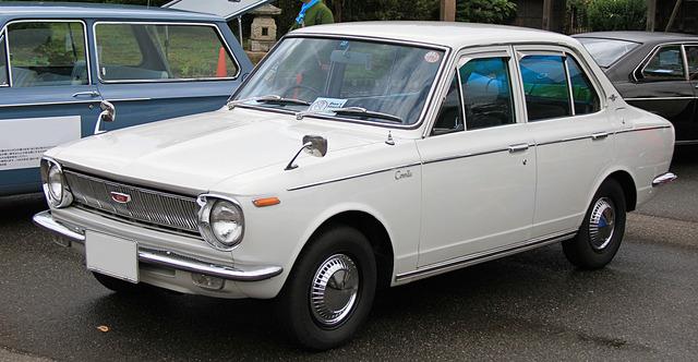 1920px-1968_Toyota_Corolla_1100_Deluxe