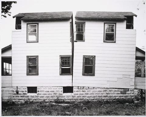 matta-clark-splitting-1974