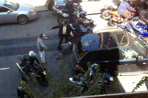 LiveLeak-dot-com-2dd_1380719020-bikers-assaulting-SUV-2-pic