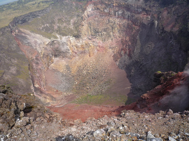 三原山火口-Mt.Mihara_Volcano_-_panoramio