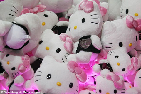 1409195178787_wps_1_Sanrio_Co_Hello_Kitty_sof