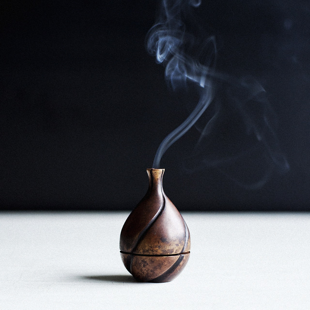 Alexander-_Lamont_bronze_midori_incense_burner_brand049