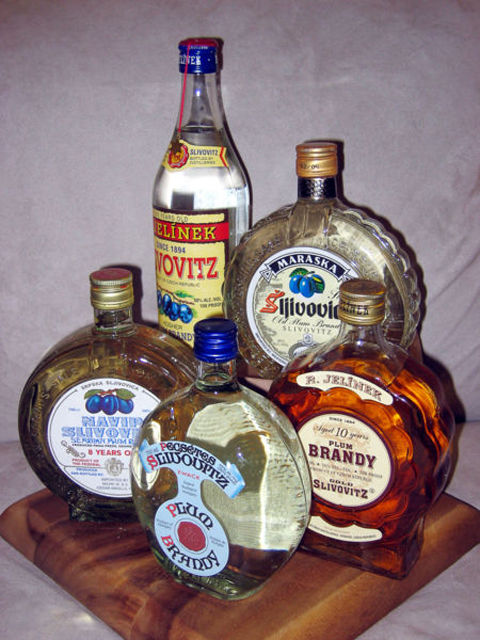 450px-Various_Bottles_of_Slivovitz