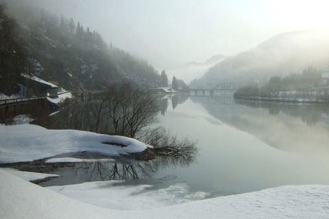 Tadami_Line_in_Winter_Japan