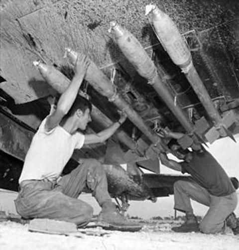 300px-5in_FFAR_F4U_MAG-33_Okinawa_Jun1945