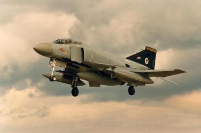 pha4-74-Sqn-Phantom-at-St-Mawgan-June-1991