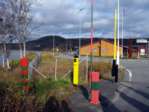 Border marks and gate