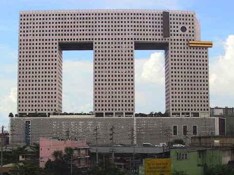 the-elephant-building