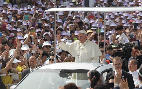 Pope+Francis+Visits+South+Korea+Day+Three+jU17Sq9WjMrl