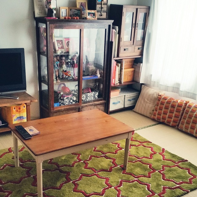 Design-ideas-for-Japanese-style-rooms-carpet-and-cushions