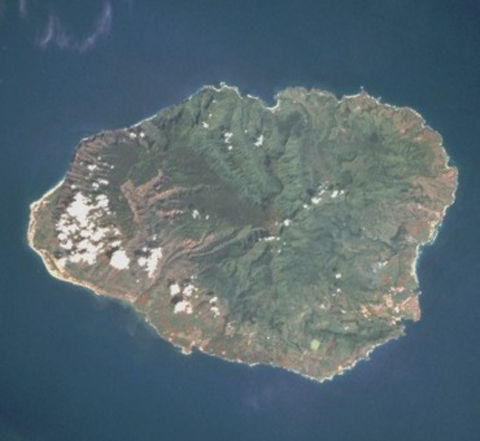 Kauai_from_space_oriented