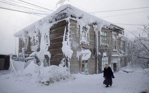 Yakutsk_frosty_hou_2805865k
