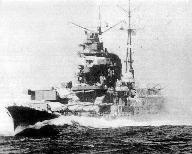 Japanese_heavy_cruiser_Chikuma