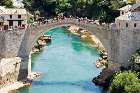 The-Mostar-Bridge-Jumping-Festival-The-Fall_opt