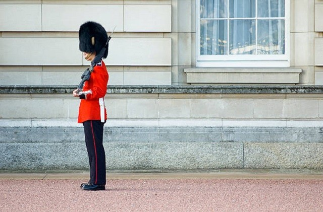 buckingham-palace-guard-london-uk-picture-id94321891